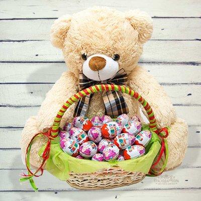 Великий плюшевий ведмедик - милий подарунок до 8 березня