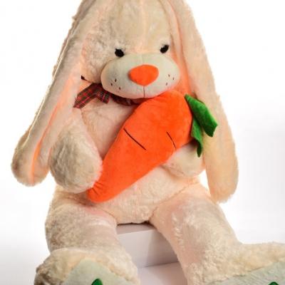 Зайчик з морквою